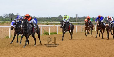 R3 Yvette Bremner Lyle Hewitson Elusive Fountain- 12 July 2019-Fairview Racecourse-1-PHP_9805