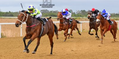 R5 Yvette Bremner Lyle Hewitson Flying Squadron- 12 July 2019-Fairview Racecourse-1-PHP_9956