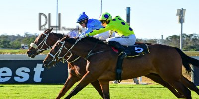 R6 Tara Laing Chase Maujean Fly Thought- 7 June 2019-Fairview Racecourse-1-PHP_5090