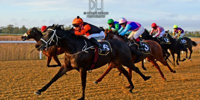 R8 Yvette Bremner Lyle Hewitson Believethisbeauty- 28 June 2019-Fairview Racecourse-1-PHP_8241