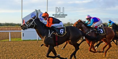 R8 Yvette Bremner Lyle Hewitson Believethisbeauty- 28 June 2019-Fairview Racecourse-1-PHP_8242