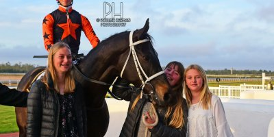 R8 Yvette Bremner Lyle Hewitson Believethisbeauty- 28 June 2019-Fairview Racecourse-1-PHP_8276