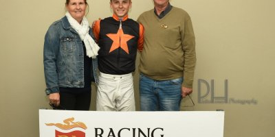 R9 Yvette Bremner Lyle Hewitson Dancing In Seattle- 7 June 2019-Fairview Racecourse-1-PHP_5289