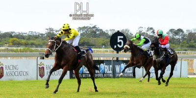 R2 Yvette Bremner Richard Fourie Glory Days-Fairview Racecourse-30 August 20191-PHP_6692