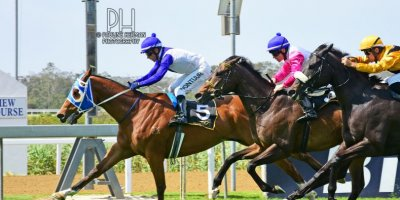 R5 Duncan McKenzie MJ Byleveld Lord Balmoral-Fairview Racecourse -29 November 2019-1-PHP_1428