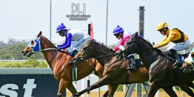 R5 Duncan McKenzie MJ Byleveld Lord Balmoral-Fairview Racecourse -29 November 2019-1-PHP_1429