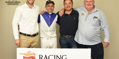 R5 Duncan McKenzie MJ Byleveld Lord Balmoral-Fairview Racecourse -29 November 2019-1-PHP_1488
