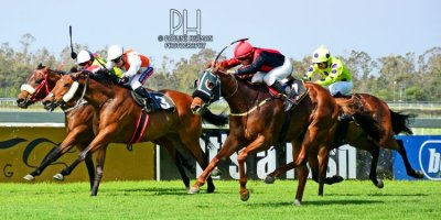 R6 Tara Laing Chase Maujean Bold Viking-Fairview Racecourse -29 November 2019-1-PHP_1505