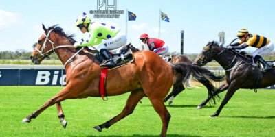 R4 Yvette Bremner Wayne Agrella Sir Frenchie-Fairview Racecourse -27 December 2019-1-PHP_5575