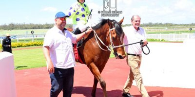 R4 Yvette Bremner Wayne Agrella Sir Frenchie-Fairview Racecourse -27 December 2019-1-PHP_5597