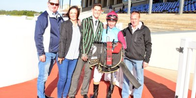 R5 Jacques Strydom Greg Cheyne Onesie- 17 May 2019-Fairview Racecourse-PHP_0165