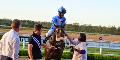 R9 Tara Laing Richard Fourie Fly Thought- 11 May 2019-Fairview Racecourse-PHP_9660