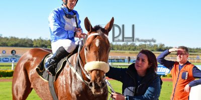 R6 Tara Laing Chase Maujean Fly Thought- 7 June 2019-Fairview Racecourse-1-PHP_5101