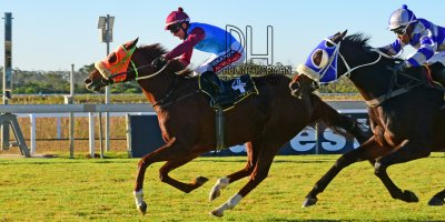 R7 Jacques Strydom Greg Cheyne Onesie PE Gold Cup- 14 June 2019-Fairview Racecourse-1-PHP_5709