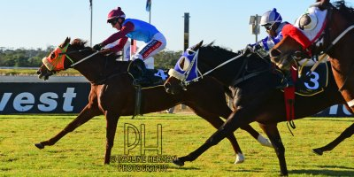 R7 Jacques Strydom Greg Cheyne Onesie PE Gold Cup- 14 June 2019-Fairview Racecourse-1-PHP_5710