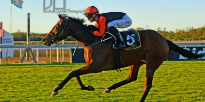 R9 Yvette Bremner Lyle Hewitson Dancing In Seattle- 7 June 2019-Fairview Racecourse-1-PHP_5263