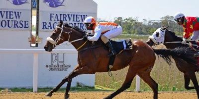 R1 Gavin Smith Julius Mphanya Benevolence-Fairview Racecourse-27 September 20191-PHP_0900