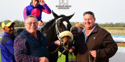 R8 Grant Paddock Chase Maujean Strong n Brave-Fairview Racecourse-20 September 20191-PHP_9729