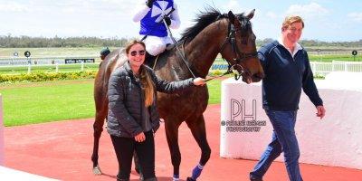R1 Yvette Bremner Wayne Agrella Queen of Pop-Fairview Racecourse-21 October 20191-PHP_4100