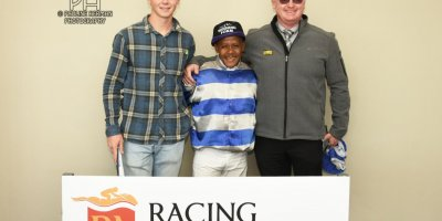 R3 Gavin Smith Muzi Yeni Rocks and Daggers-Fairview Racecourse-21 October 20191-PHP_4187