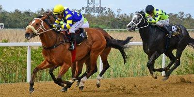 R5 Gavin Smith Muzi Yeni Big Bay-Fairview Racecourse-4 October 20191-PHP_2431
