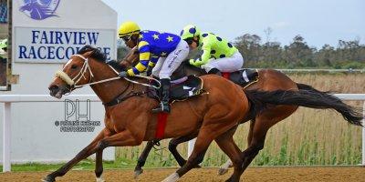 R5 Gavin Smith Muzi Yeni Big Bay-Fairview Racecourse-4 October 20191-PHP_2434