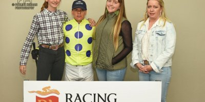 R6 Yvette Bremner Wayne Agrella Sir Frenchie-Fairview Racecourse-25 October 20191-PHP_4795