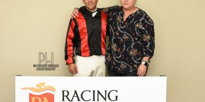 R6 Tara Laing Chase Maujean Bold Viking-Fairview Racecourse -29 November 2019-1-PHP_1534