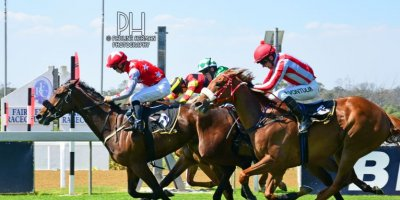 R5 Tara Laing Chase Maujean Red Herring-Fairview Racecourse -6 December 2019-1-PHP_2074