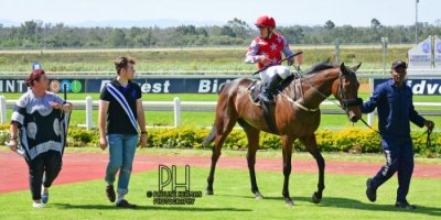 R5 Tara Laing Chase Maujean Red Herring-Fairview Racecourse -6 December 2019-1-PHP_2088