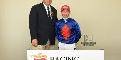 R7 Alan Greeff Greg Cheyne Meryl-Fairview Racecourse -17 December 2019-1-PHP_4105