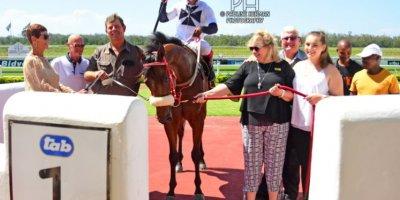 R4 Sharon Kotzen Louie Mxothwa Maldives-Fairview Racecourse-21 FEB 2020-1-PHP_4978