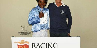 R7 Glen Kotzen Sandile Mbhele Point of Sale-Fairview Racecourse-28 FEB 2020-1-PHP_6112