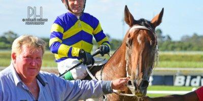 R8 Duncan McKenzie Teaque Gould Escape to Vegas-Fairview Racecourse-14 FEB 2020-1-PHP_4238