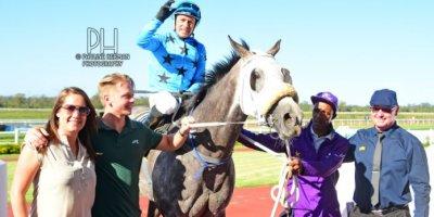 R8 Gavin Smith Marco van Rensburg Viva Le Bleu-Fairview Racecourse-11 FEB 2020-1-PHP_3877